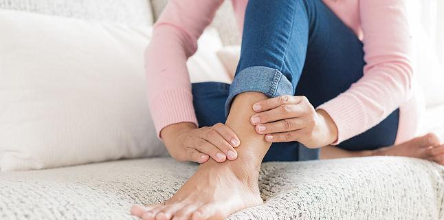 articulații peste picioare umflate de ce