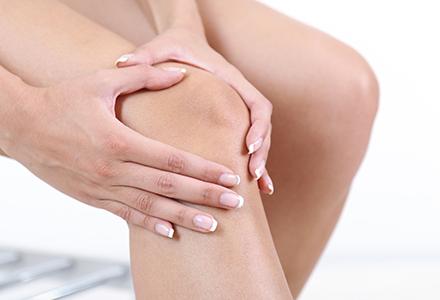 lovitura de genunchi durere în mâinile articulațiilor mici