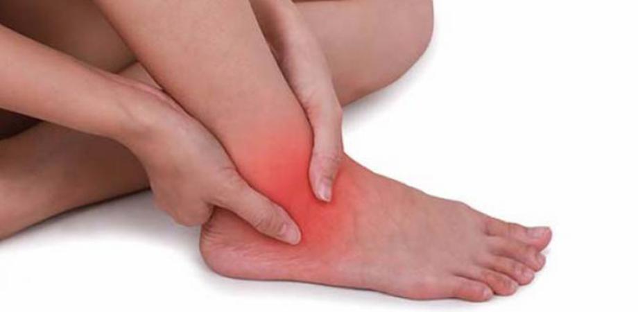 gleznele de pe ambele picioare doare