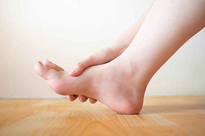 articulațiile picioarelor și mâinilor doare