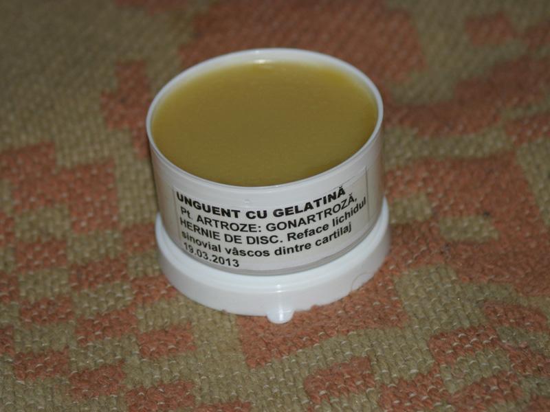 Tratamentul articular cu ulei de camfor Unguent de brad pentru tratamentul articular